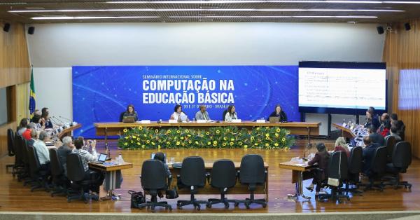 CIEB-Seminario-internacional-debate-computacao-na-educacao-basica